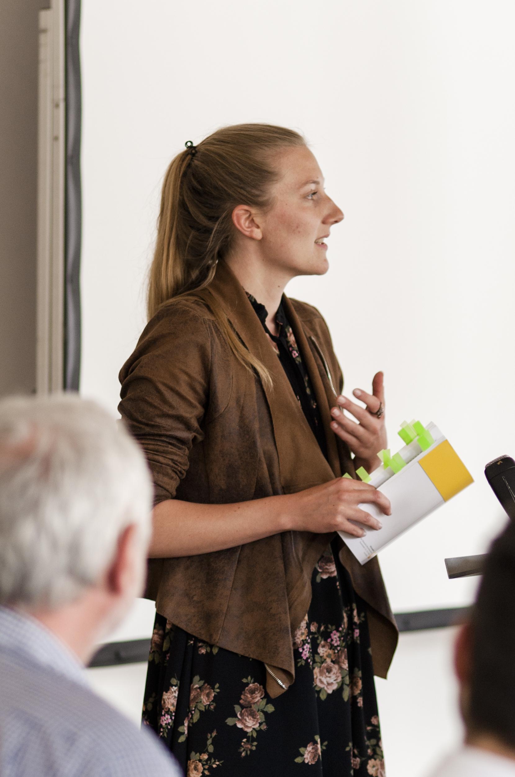 KU-Studentinnen und Studenten u.a. melden sich beim Workshop zu Wort