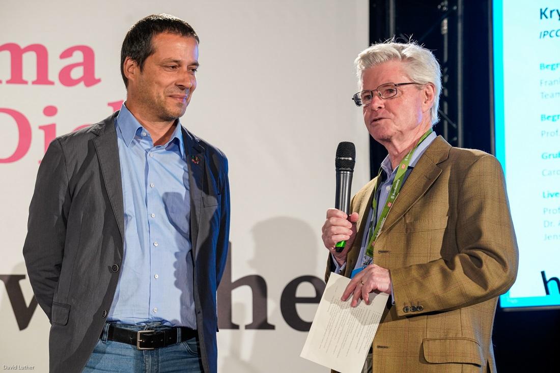 Hartmut Graßl und Frank Schweikert bei der IPCC Liveschaltung beim Gesprächsforum von KU und VDW im Rahmen der Hamburger Klimawoche 2019